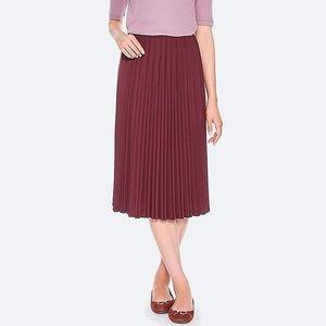 Uniqlo High Waist Crape Pleated Skirt